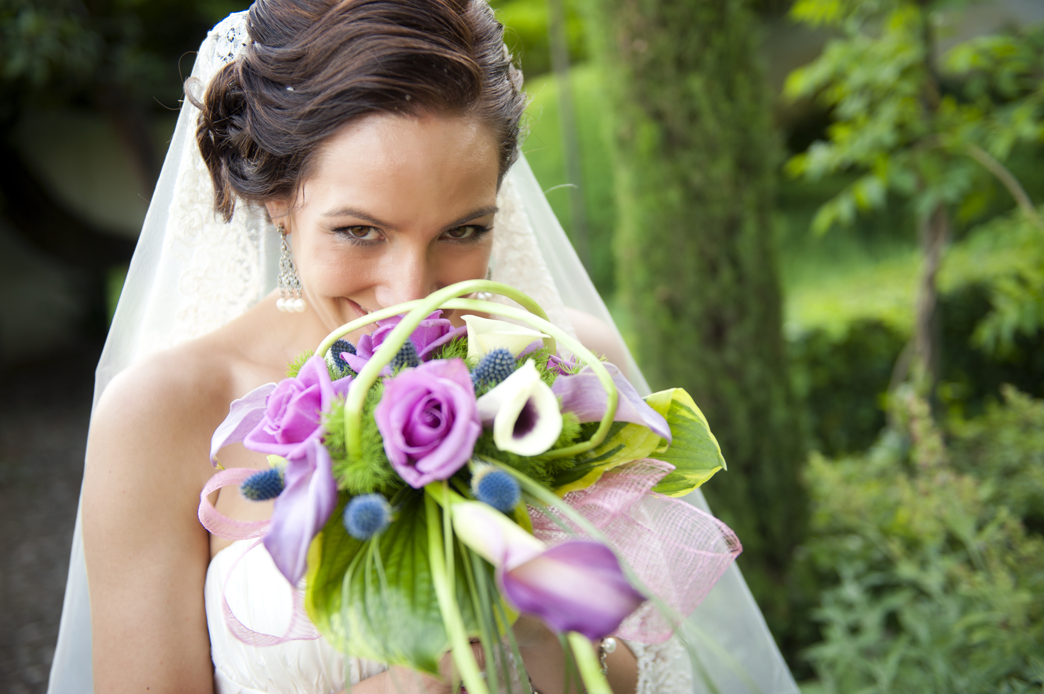 bride with her calalilies
