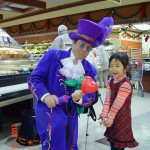 Wayne B as Elton, Balloonist